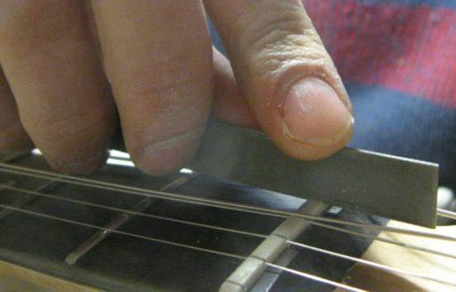 Bedini - Strumenti Musicali - Liutaio a Modena Ferrara e Rovigo - Regolazione-Capotasto-1024x460-500x320 Riparazioni
