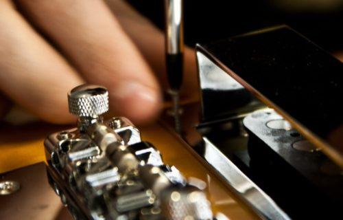 Bedini - Strumenti Musicali - Liutaio a Modena Ferrara e Rovigo - Regolazione-altezze-pickup-1024x460-500x320 Riparazioni